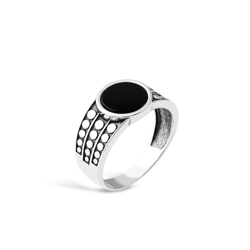 Кольцо с ониксом 636
