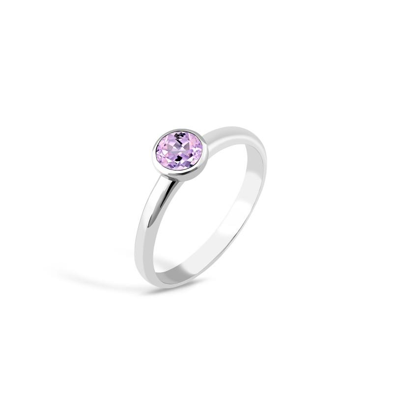 Кольцо с фиолетовым фианитом 833-1