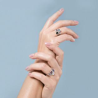 Как носить несколько колец на одном пальце?